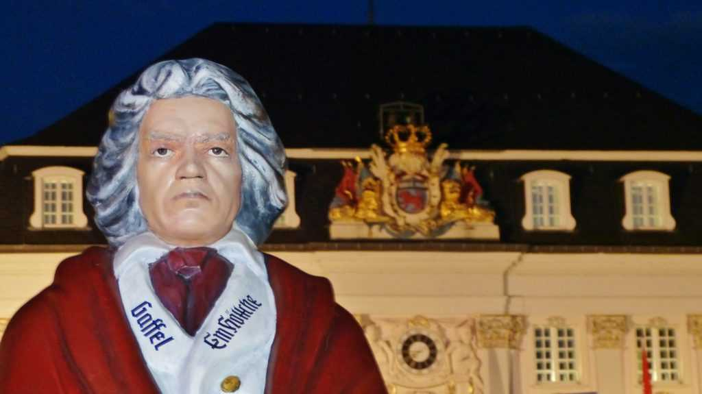 Beethoven in sponsored uniform in front of the city hall.